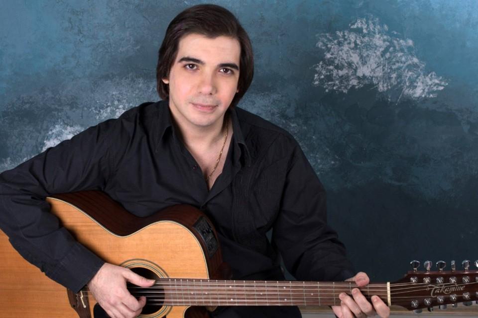Российский певец, народный артист Ингушетии Михаил Морозов.