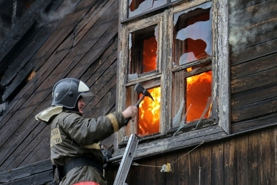 В Белоярске пожарные спасли из горевшего дома пять детей Фото: ГУ МЧС России по ЯНАО (архив)