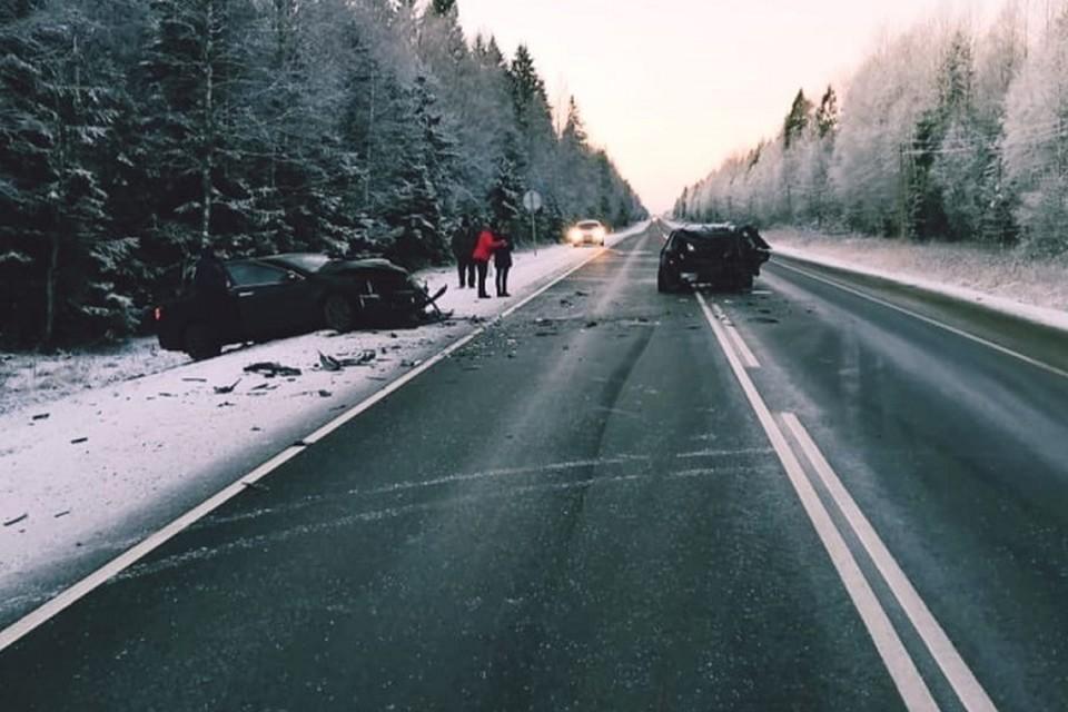 """На трассе """"Кола"""" столкнулись три иномарки. Фото: ВК """"Дорожный инспектор"""""""