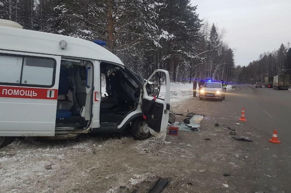 Скорая помощь столкнулась с грузовиком на трассе «Байкал»: два человека погибли. Фото: ГУ МВД России по Иркутской области.