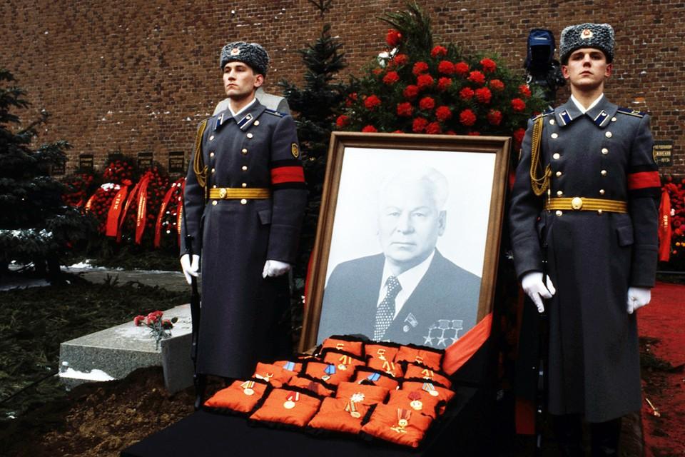 Константин Устинович Черненко провел на высшем государственном посту всего год и двадцать пять дней, меньше, чем все остальные генсеки