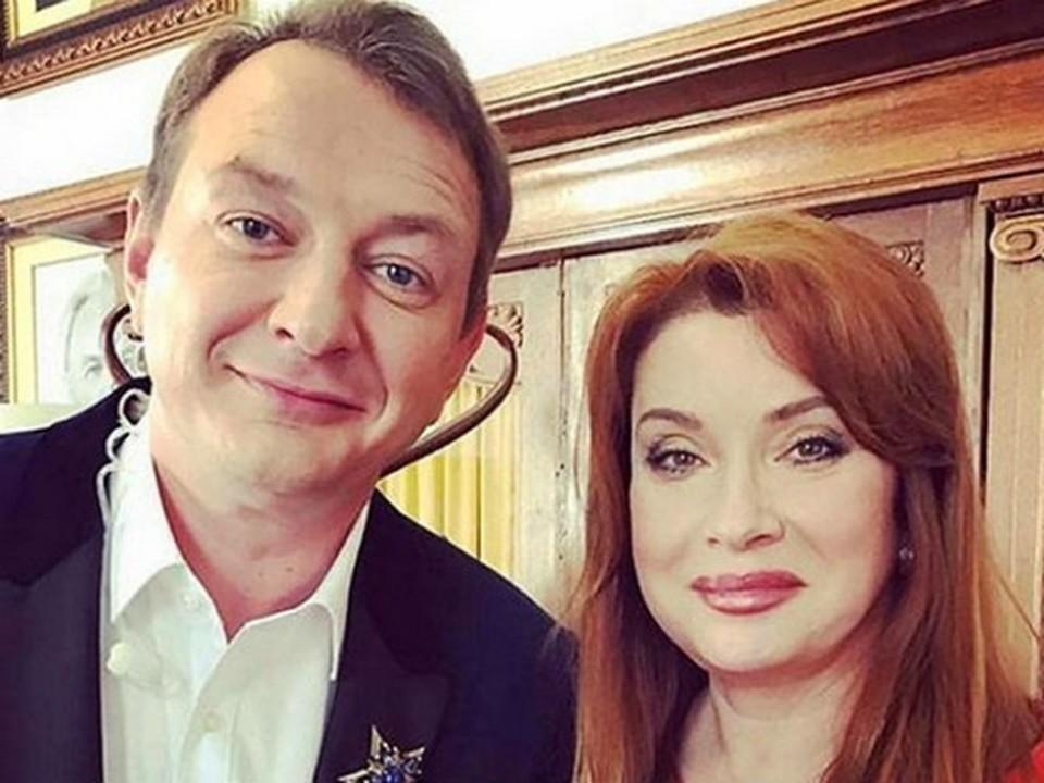 Соведущие «Битвы экстрасенсов» Марат Башаров и Вера Сотникова.(кадр ТНТ)