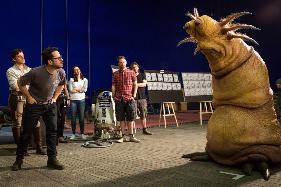 Джей Джей Абрамс (на фото - слева) уверяет: ничего нового он не сделал с киносагой. Лишь вынес на первый план персонажи, которые были в тени в предыдущих сериях. Фото: John Wilson /Lucasfilm Ltd