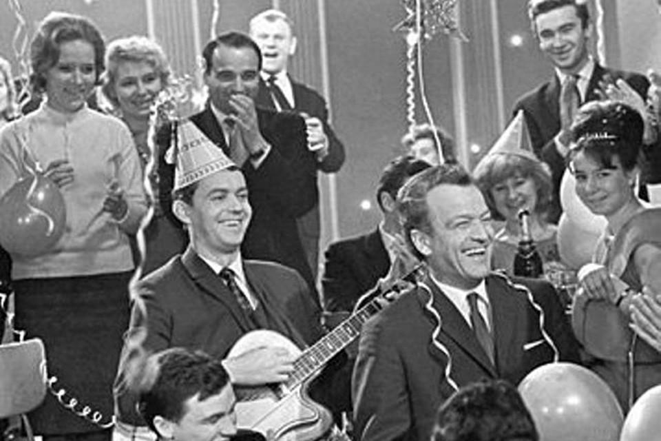 «Голубой огонёк» — классика новогоднего жанра, с которой зрители познакомились ещё в 1962 году.