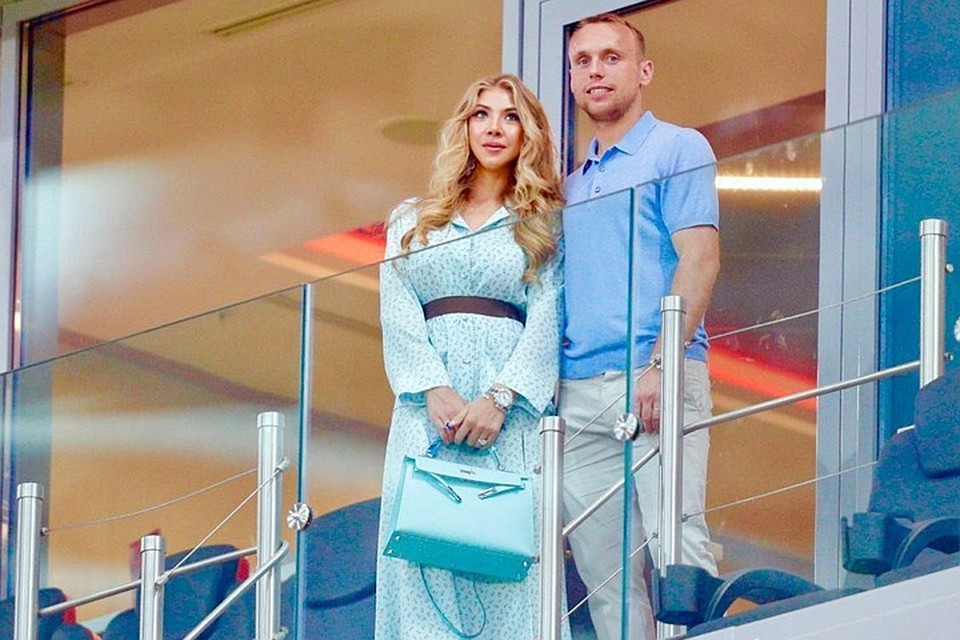Денис Глушаков активно разбирался со своей бывшей женой. Грозил чеченцами, ФСБ, и уходом в «Ахмат» на маленькую зарплату, чтобы алиментов платить меньше