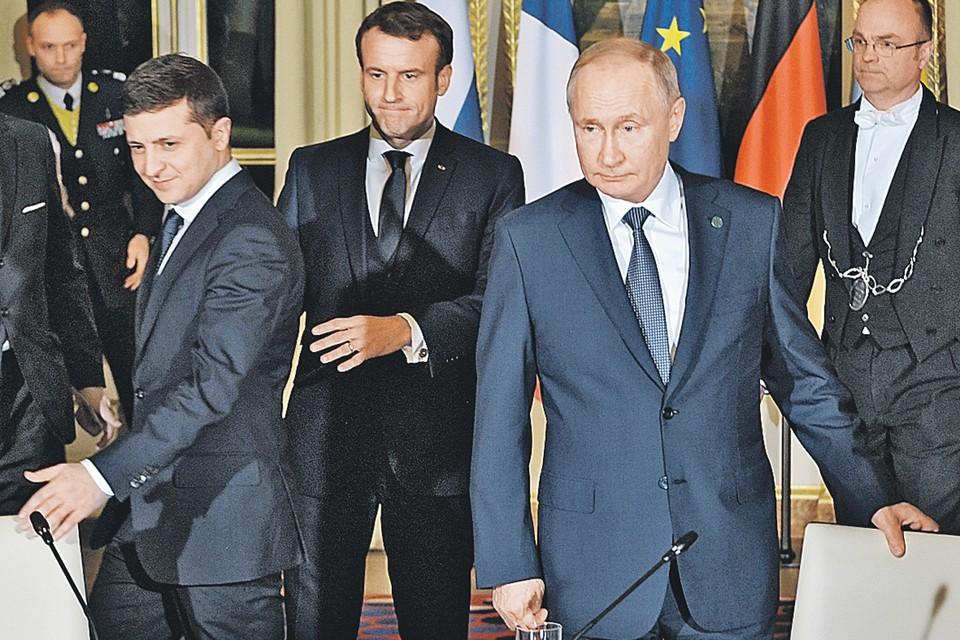 Саммит, прошедший в минувшем декабре в Елисейском дворце, стал первой встречей лидеров в «нормандском формате» с 2016 года. Справа налево: Президент РФ Владимир Путин, президент Франции Эммануэль Макрон, президент Украины Владимир Зеленский.
