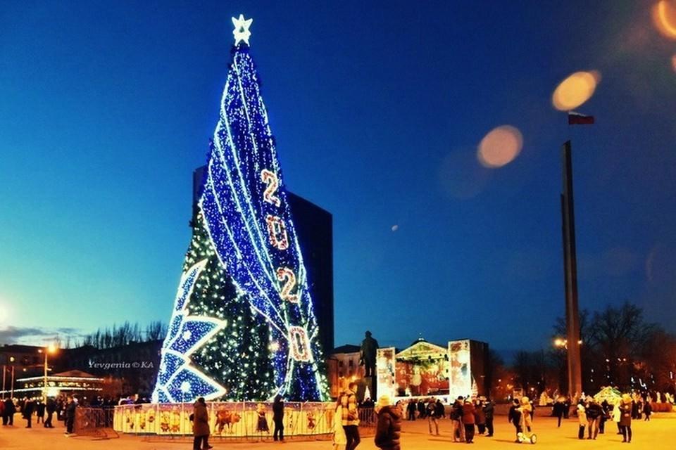В Донецке сегодня будет третья ночь без комендантского часа. Фото: Евгении Карпачевой