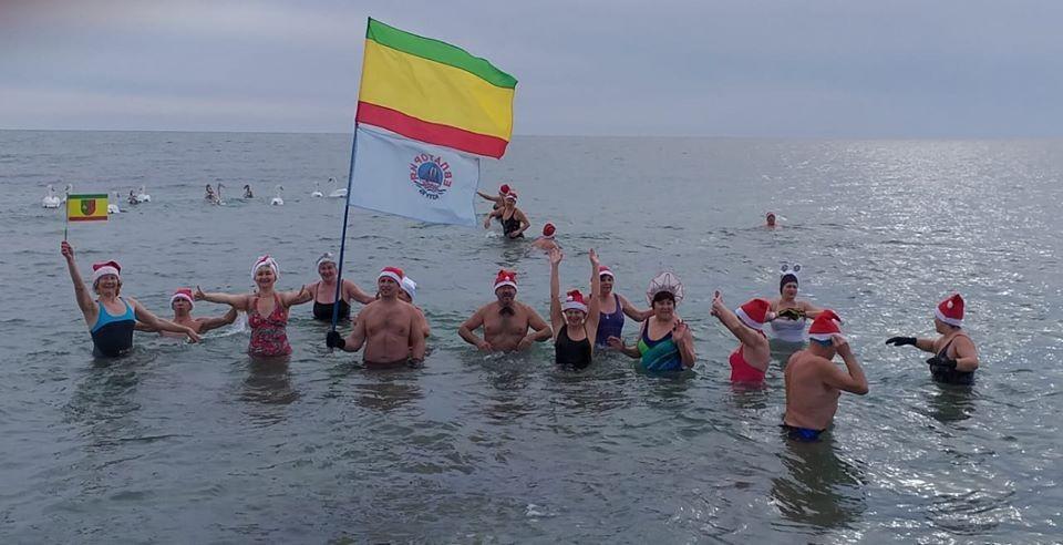 """Евпаторийские """"моржи"""" собираются на традиционный заплыв. Фото: пресс-служба администрации Евпатории"""