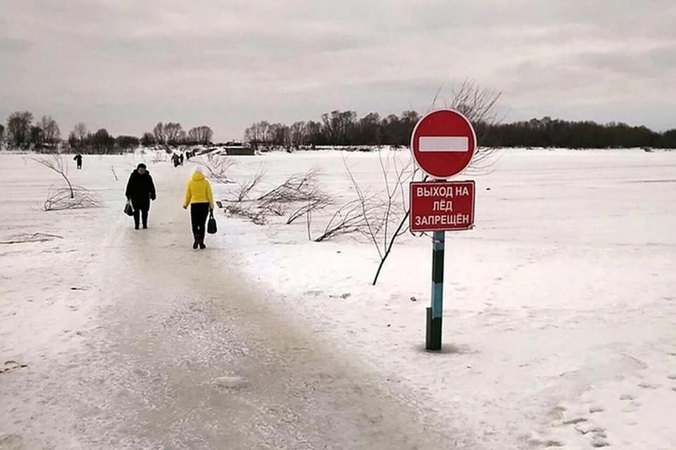 Аномально теплая погода мешает установить наплавной мост между Павловом и Тумботино.