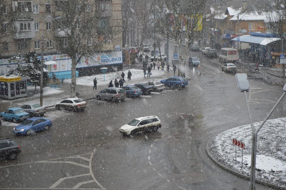 Пульс города: в Донецке пошел снег