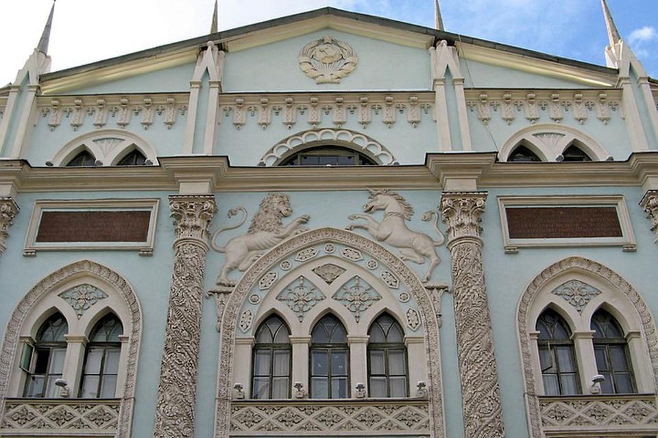 В этом здании на Никольской располагался Печатный двор.