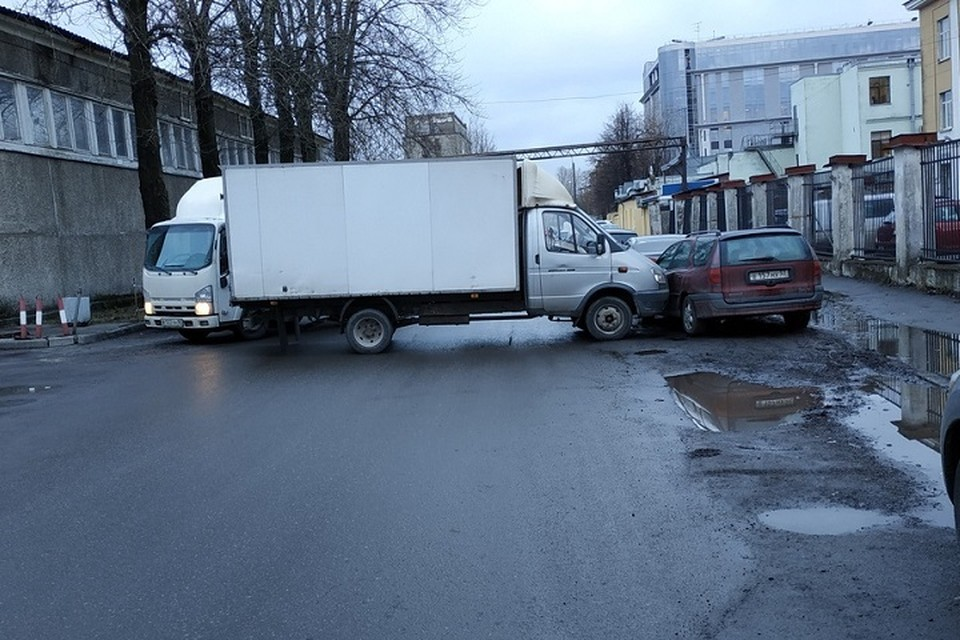 ДТП без участия водителей произошло в Петербурге