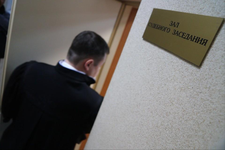 Пристава будут судить за взятку в 70 тысяч рублей.
