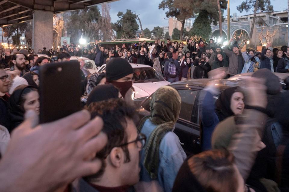 Уличное шествие в Тегеране.