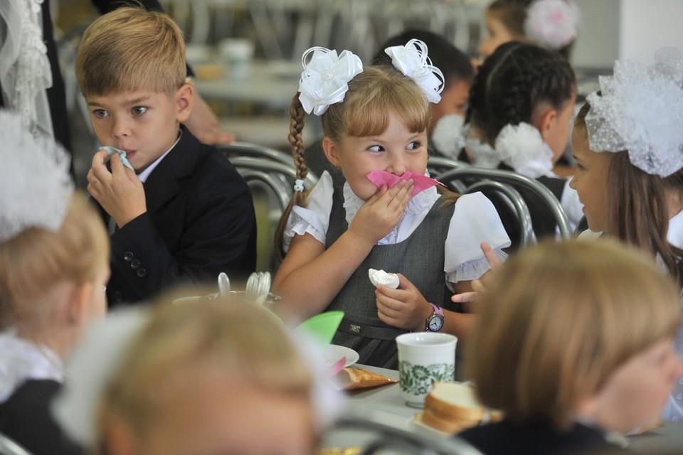 В послании Федеральном Собранию Владимир Путин объявил, что все школьники с 1-го по 4-й класс будут обеспечены бесплатным горячим питанием.