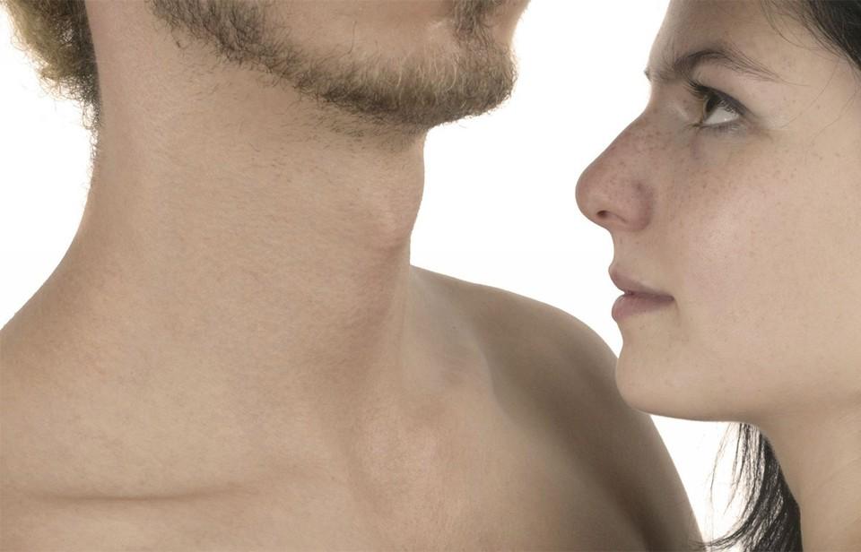 Ученые предположили, что гладкой кожей люди обзавелись по инициативе женщин: выбирая полового партнера они отдавали предпочтение мужчинам с пониженной «лохматостью».