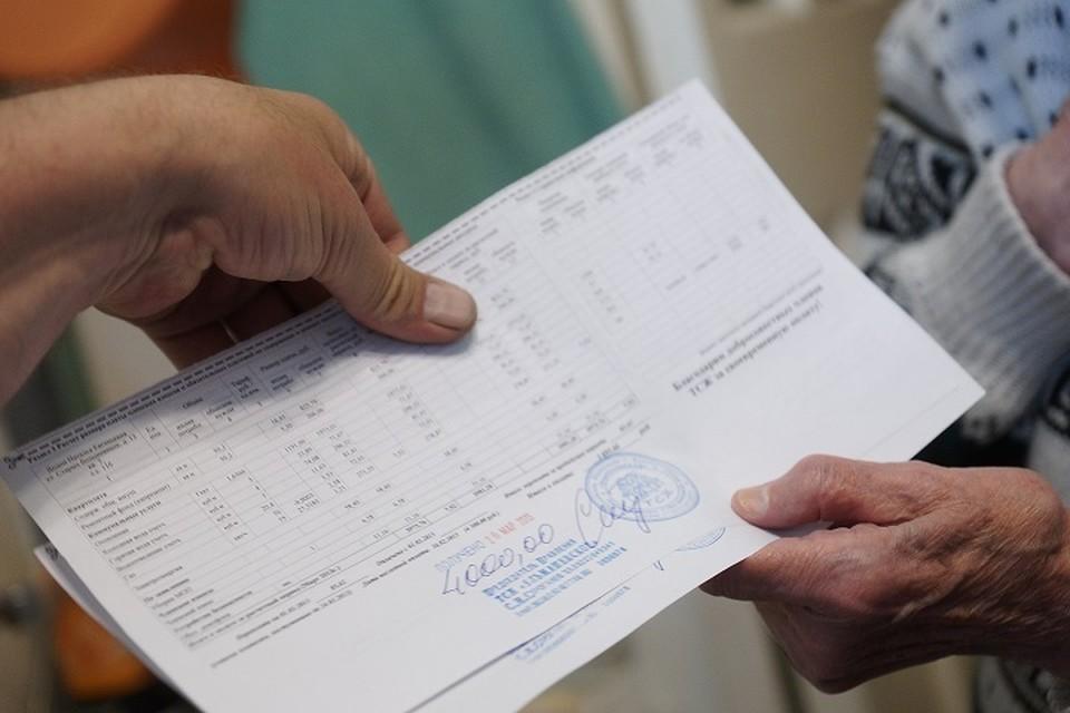 Банковская комиссия за перевод платы по ЖКХ составляет 0,5-2%. Для примера, это от 30 до 120 рублей с 6 тысяч