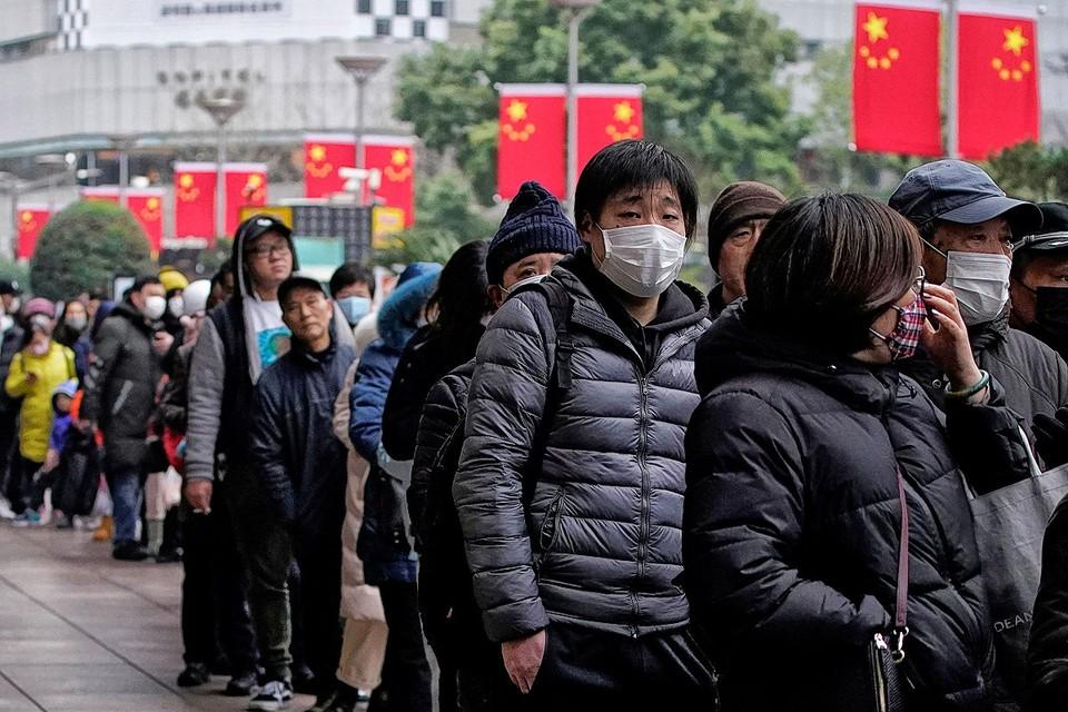 Очередь за медицинскими масками в Шанхае.