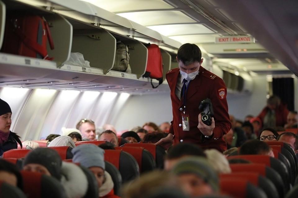 Всех прилетевших уральцев будут прямо в самолете проверять на тепловизоре