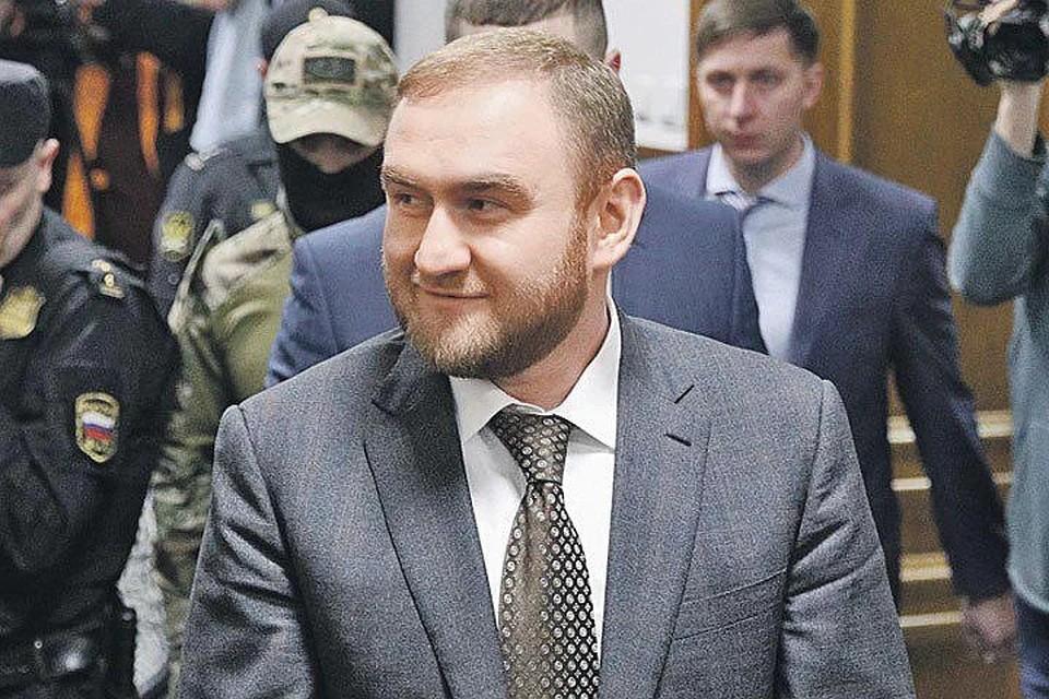 Рауф Арашуков готов дать показания только сотрудникам ФСБ. Фото: Сергей Бобылев/ТАСС