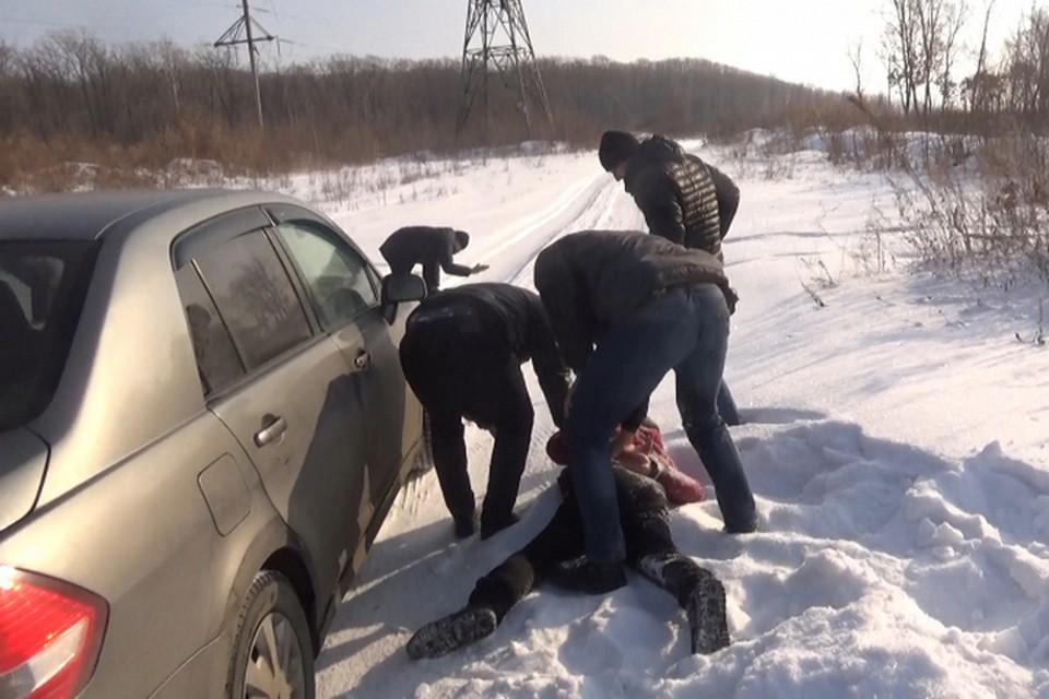 В Уссурийске полицейские задержали наркодиллера из Хабаровска с гашишным маслом