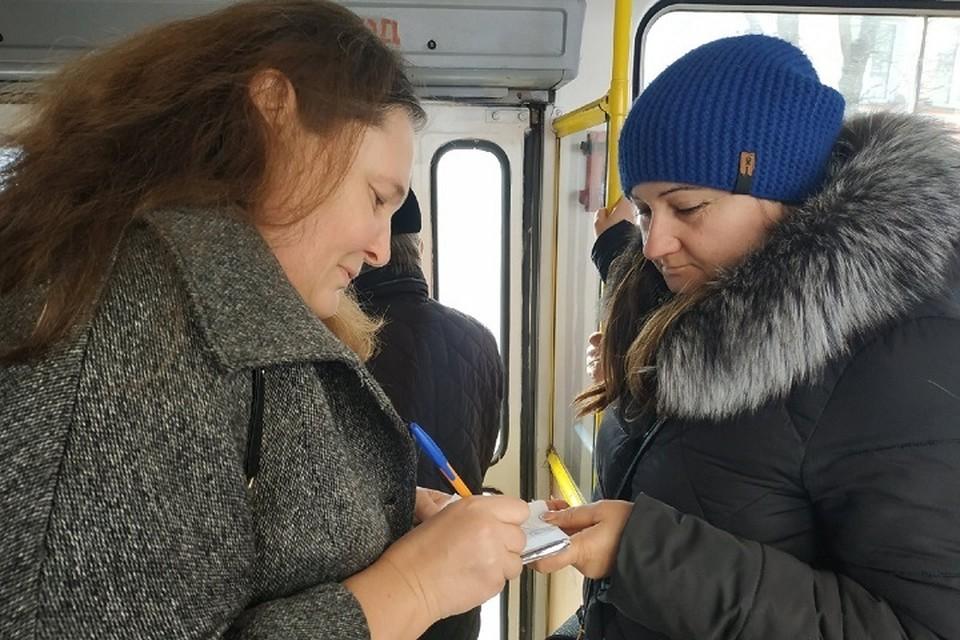 Монтян (слева) узнают даже в общественном транспорте