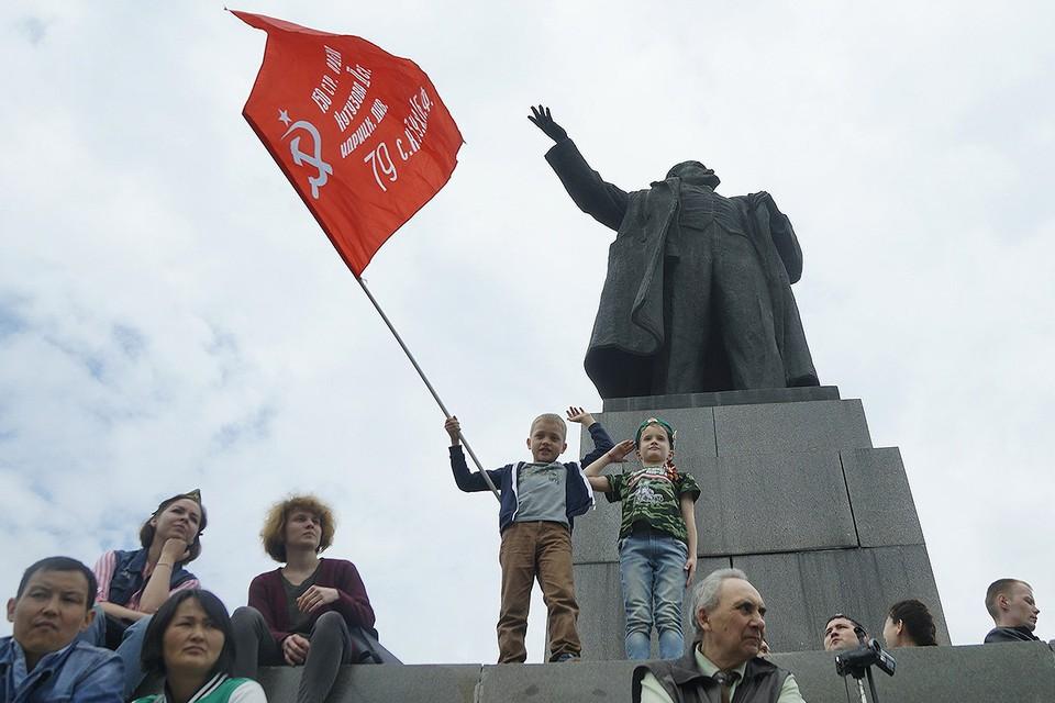 Во время парада в честь Дня Победы в Екатеринбурге.