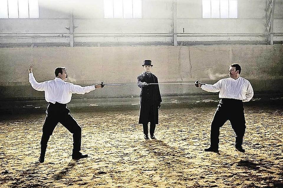Главный герой фильма - не Дрейфус, а Пикар (Жан Дюжарден - слева), неожиданно бросившийся в бой с мракобесием. Фото: Кадр из фильма