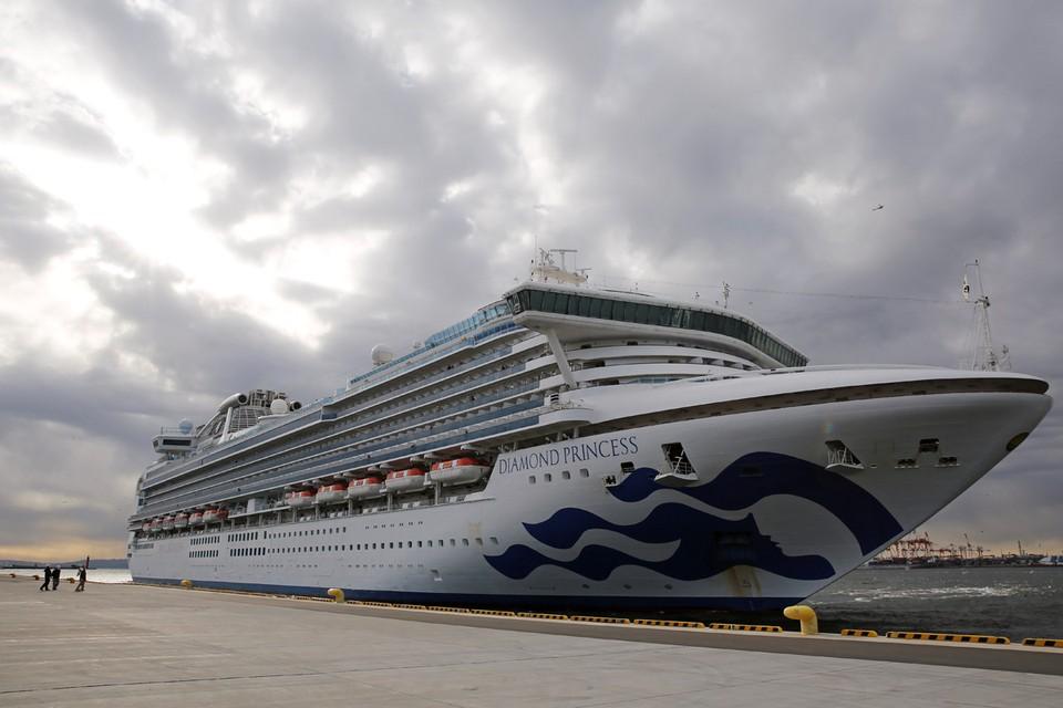 Почти 4 тысячи человек остаются в изоляции на гигантском корабле, где китайский коронавирус был обнаружен у 20 пассажиров