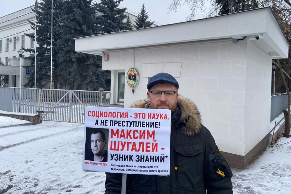 Глава ФЗНЦ Александр Малькевич в одиночном пикете в поддержку узников