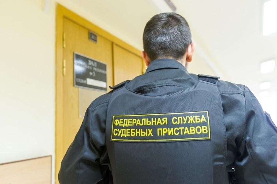 В Ленобласти посадили за решетку злостного неплательщика алиментов, задолжавшего родной дочери больше 220 тысяч рублей.