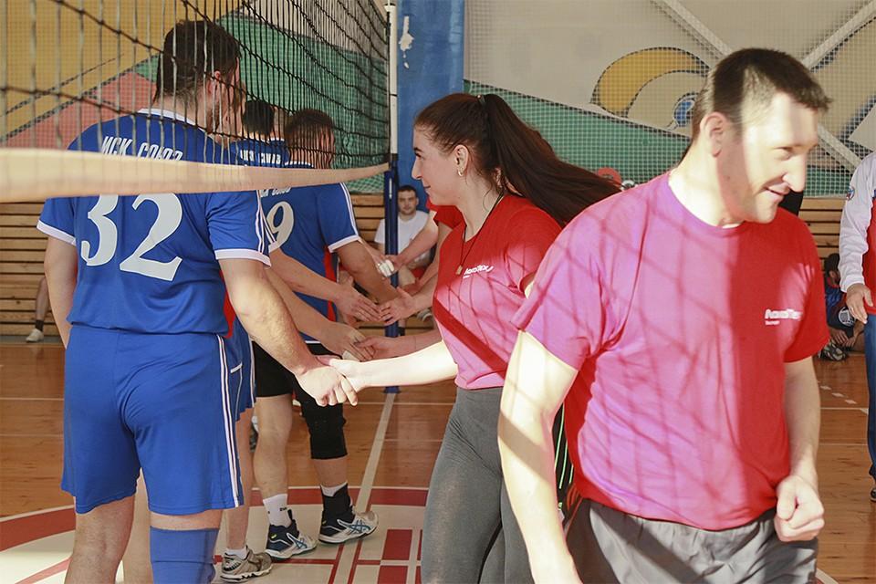 Игра в волейбол барнаульских предприятий
