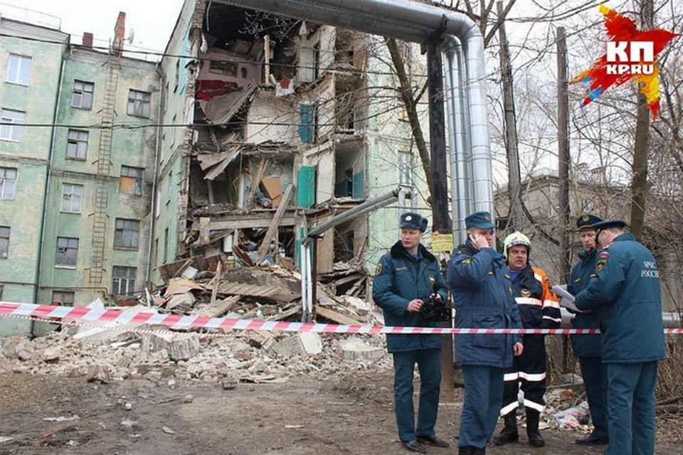 Строить на месте обрушенного здания школу депутаты сочли нецелесообразным.