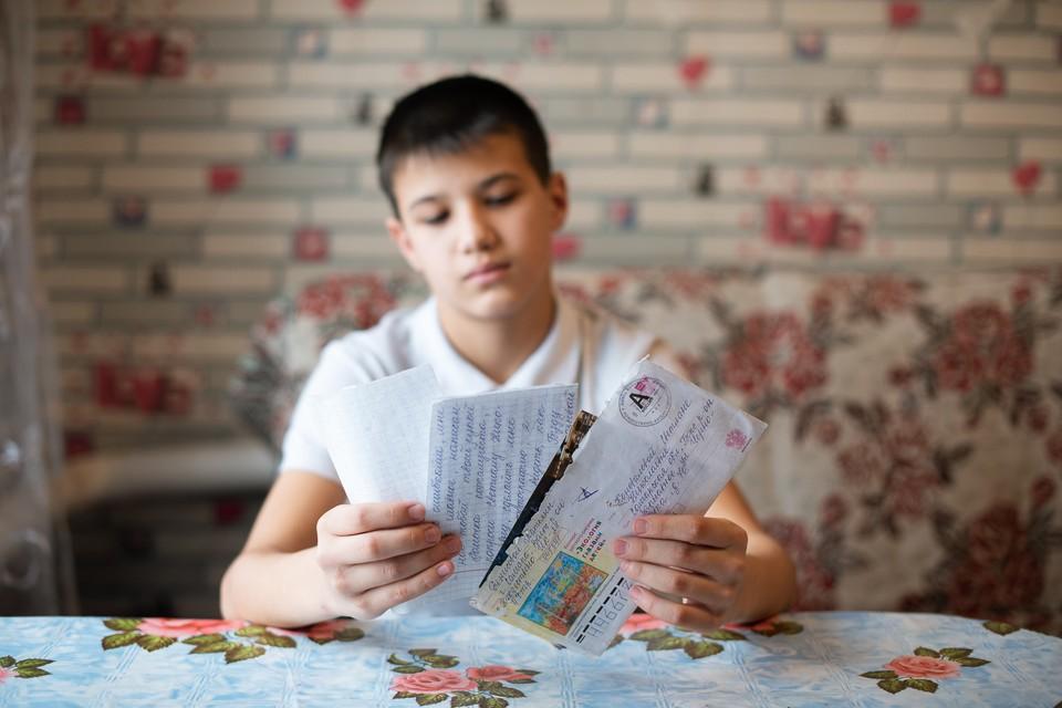 Рома не слишком радовался письмам родной матери из тюрьмы и сейчас не хочет с ней общаться