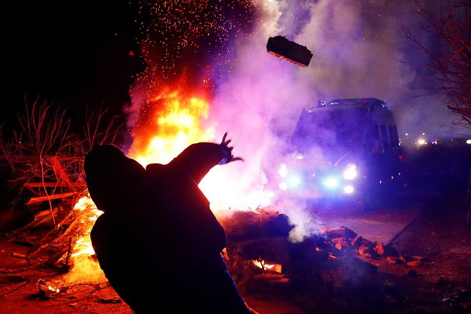 День национального позора: украинцев, вывезенных из Уханя, забросали камнями под Полтавой