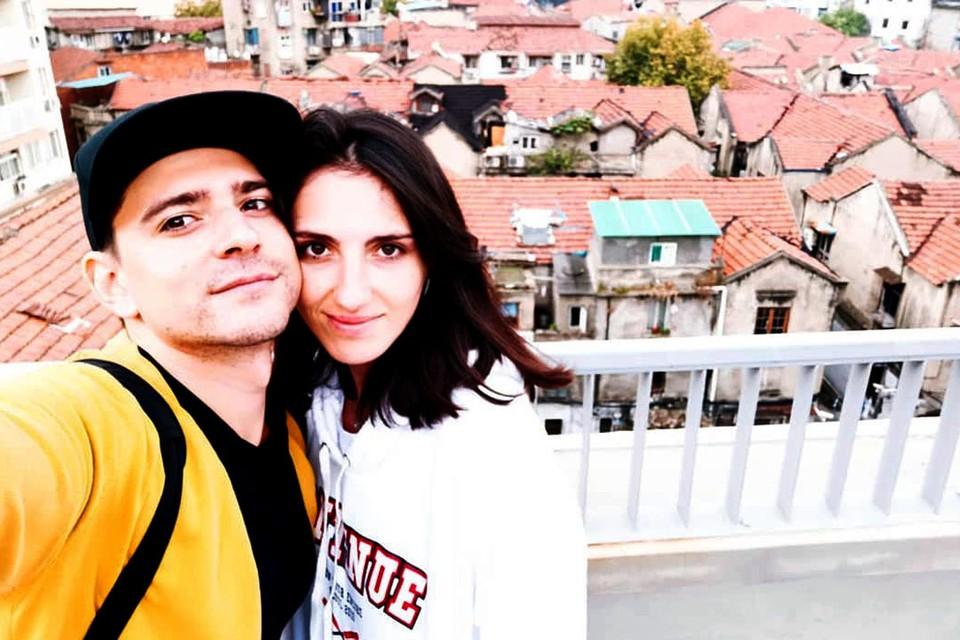 Челябинские музыканты Валерия Лазарева и Денис Долбнев возвращались из Китая на родину и застряли в Тюмени на карантине по коронавирусу