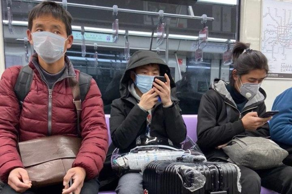 Пассажиры в шанхайском метро.