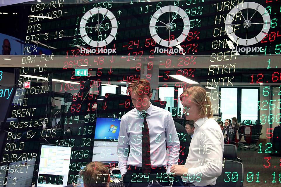 Российскому фондовому и валютному рынкам отчасти повезло, что в понедельник Московская биржа не работала. Фото: Антон Новодережкин/ТАСС