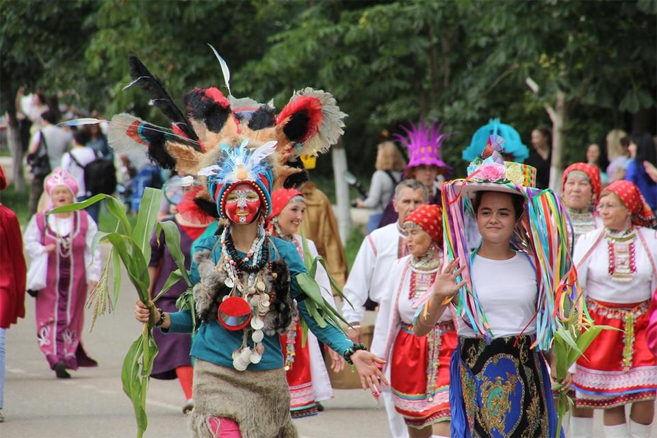 Фестиваль шляп в Вятских полянах - одно из самых популярных мероприятий событийного туризма.