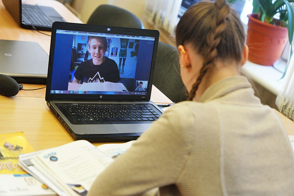 У современных школьников есть возможность получать знания онлайн.