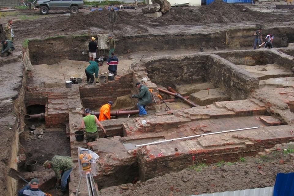 Раскопки на берегу Нижнего озера подарили немало крайне любопытных находок.