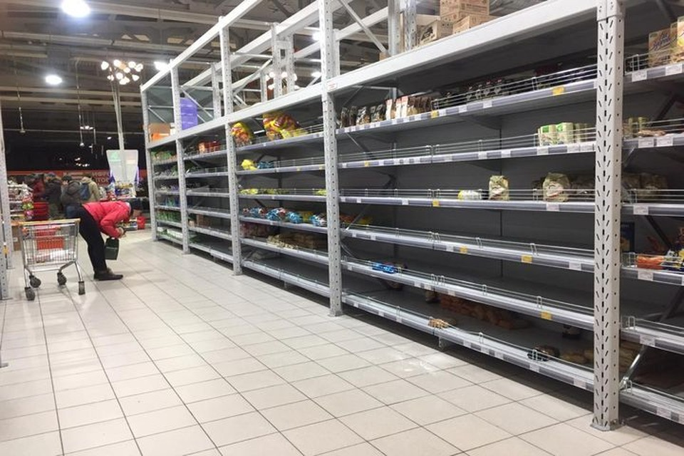 Новосибирца удивили пустые полки в одном из супермаркетов в Советском районе. Фото: Вадим Горбенко