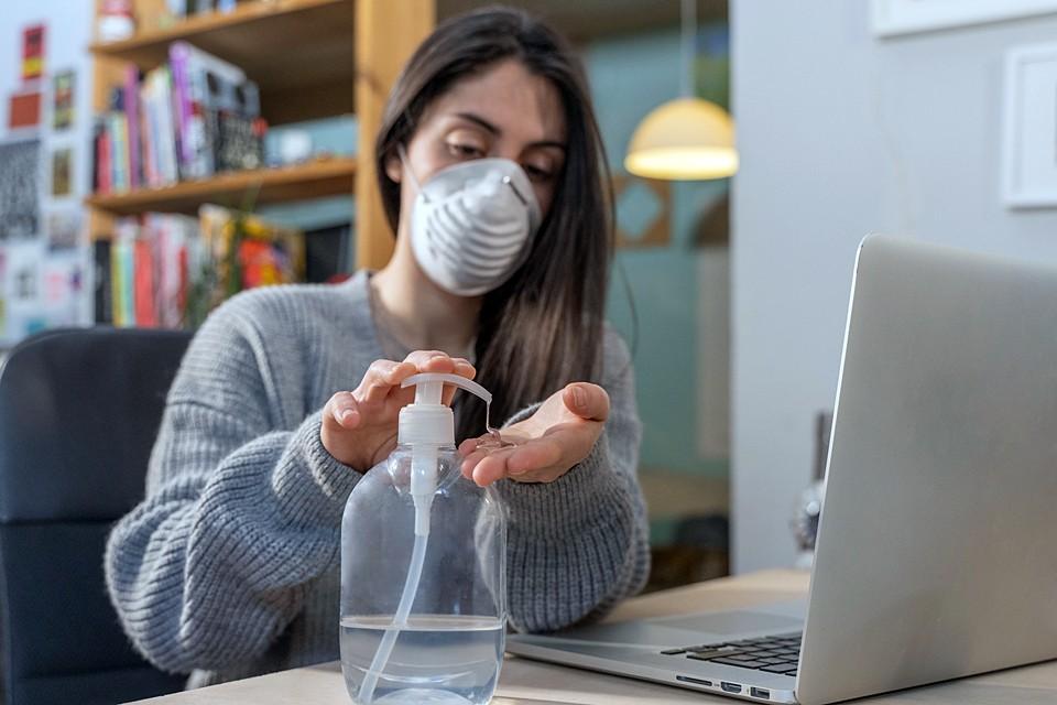 Если чувствуете, что заболеваете, не занимайтесь самолечением, обращайтесь ко врачам. Все заболевшие должны носить маски. И соблюдайте санитарный режим