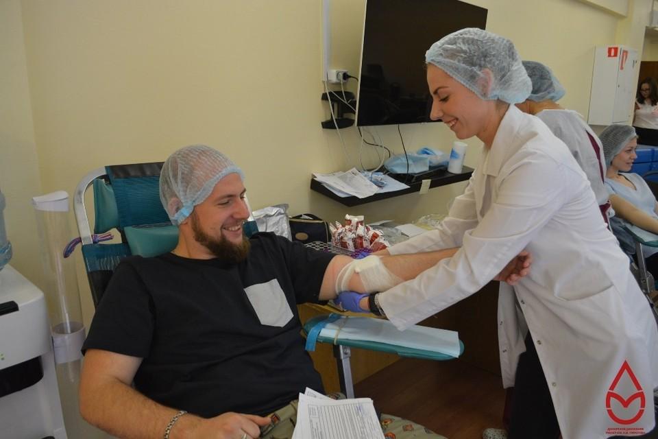 В связи с ограничительными мерами, введенными для борьбы с распространением коронавируса, отделения переливания крови практически опустели.