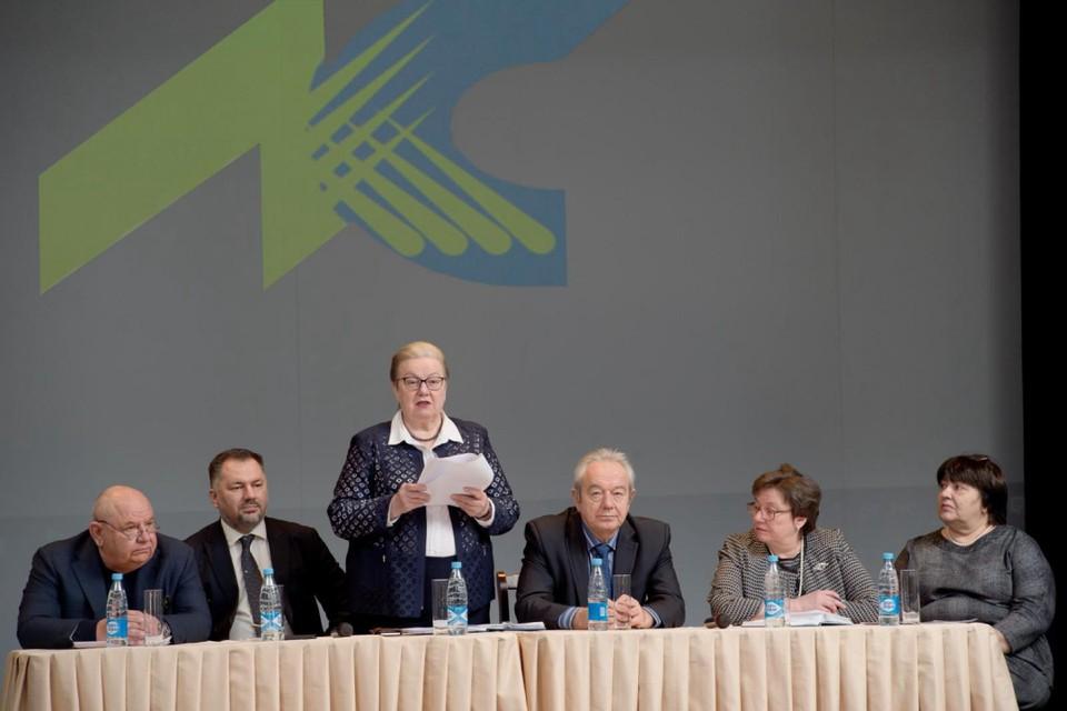 В президиум входят руководители завода. Молодые сотрудники всегда могут задать им вопрос. Фото: Владимир Ляшенко.