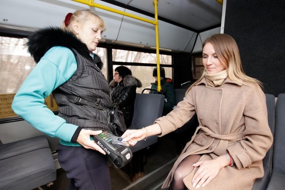 Прием транспортных и банковских карт в автобусах будет продолжен