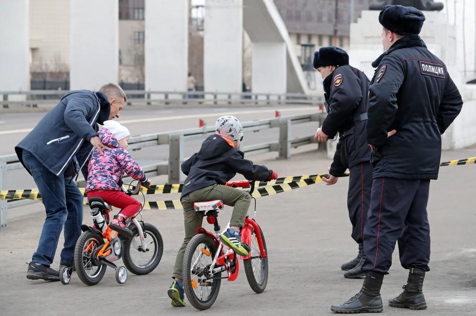 Москвичи проигнорировали карантин и отправились в парки в выходные. Фото: Сергей Карпухин/ТАСС