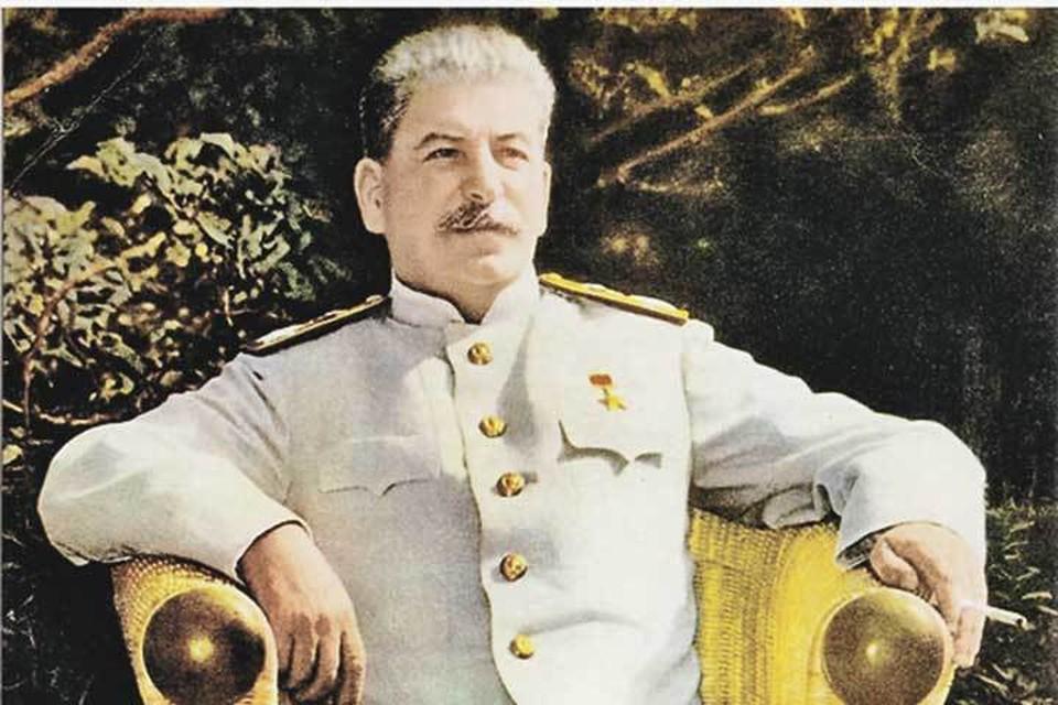 А Сталин-то фальшивый.