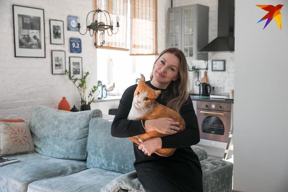 Сегодня мы в гостях у рантье Ольги Станевской в двухкомнатной квартире площадью 53 квадратных метра на улице Бобруйской.