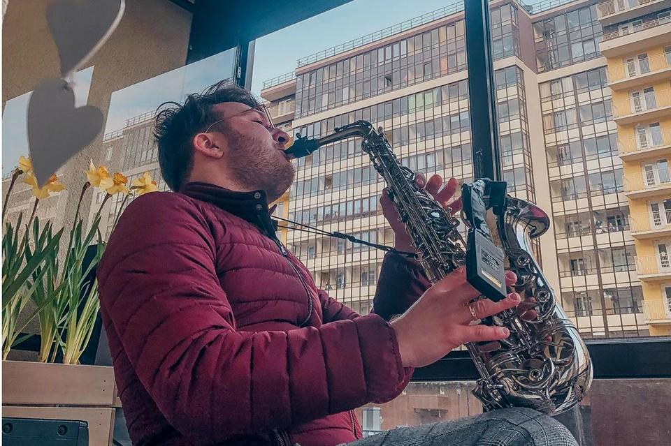 Соседи могли насладиться музыкой, не выходя из квартиры. Фото: «Инстаграм» Евгения Григоровича